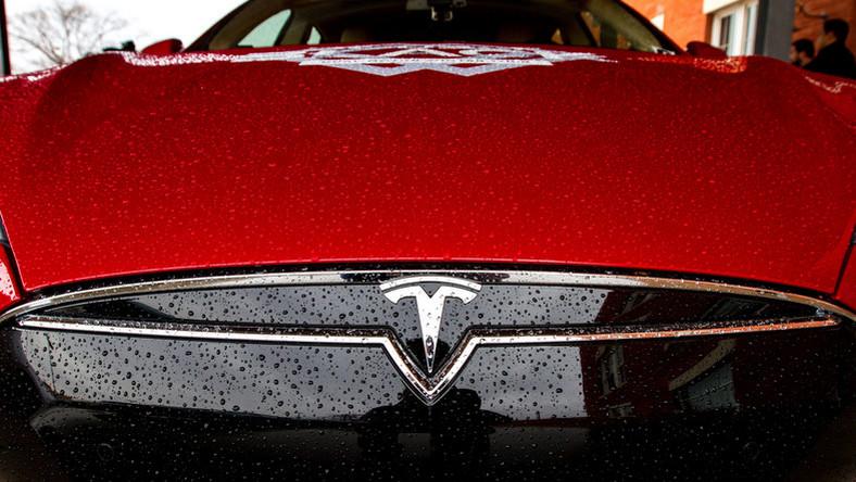 Az megvolt, hogy 800 német Tesla S-tulajdonosnak kell visszafizetnie kb. 1,3 millió forintot?
